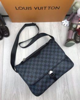 4682203ff486 Мужской портфель Louis Vuitton кожаный черный с брендовым логотипом